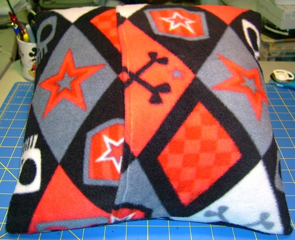 Domino pillow back