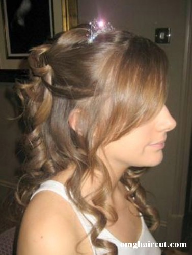 prom hairstyles 2011 curly hair. prom hairstyles for curly hair