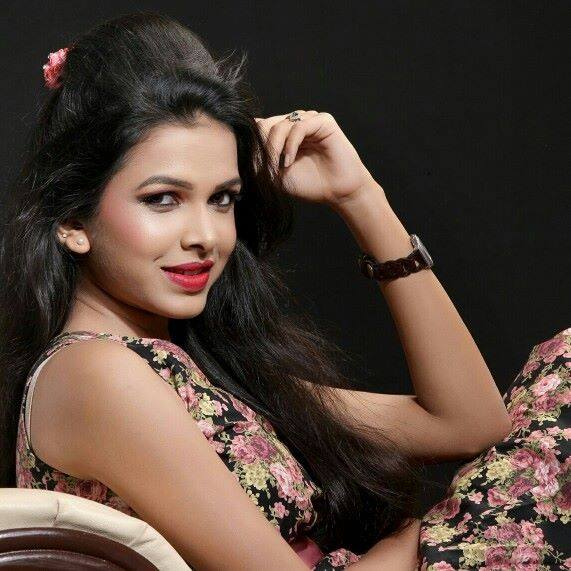 Mitali Mayekar Urfi Marathi Movie Actress Wallpapers and Images ...