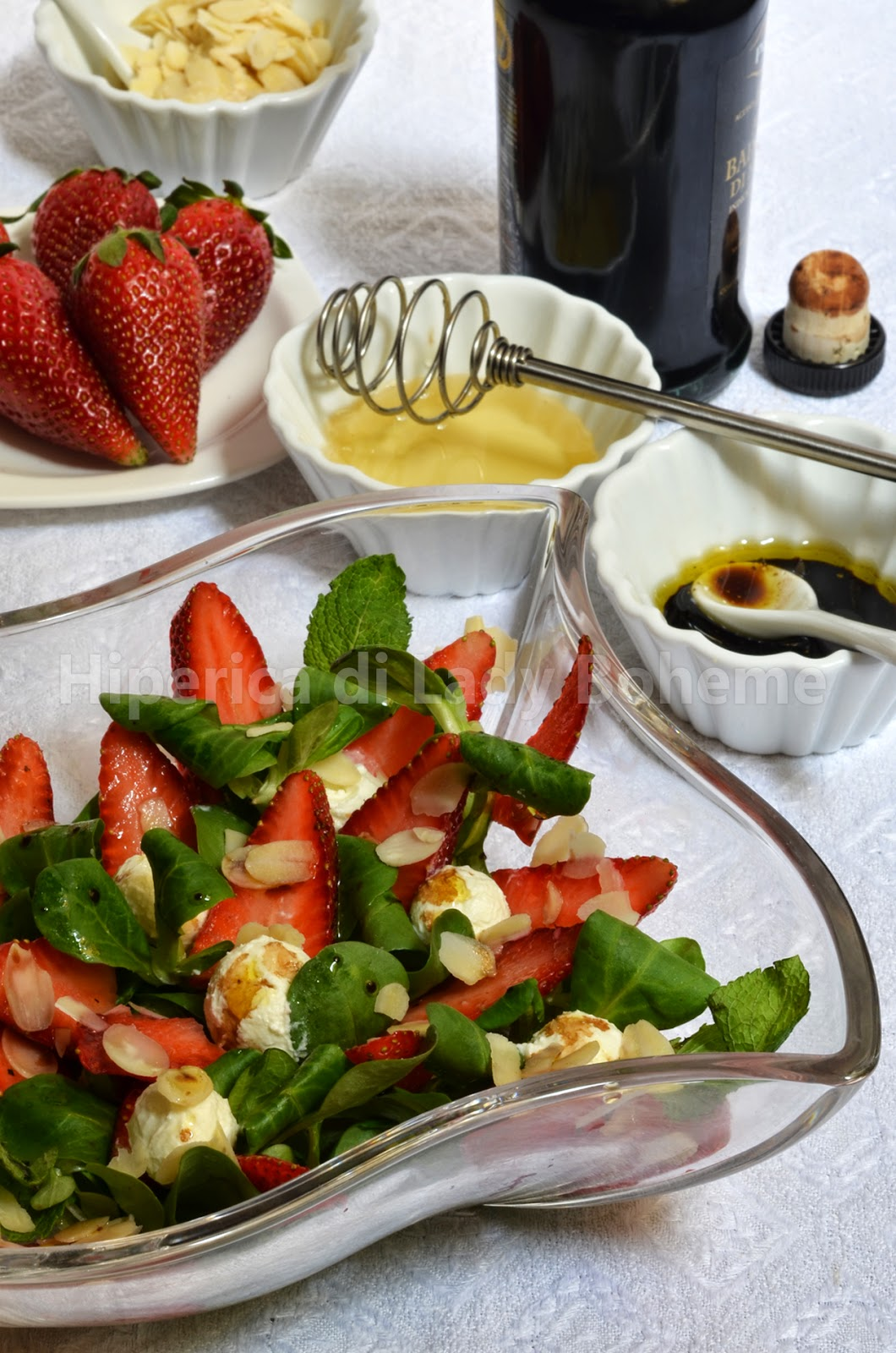 hiperica_lady_boheme_blog_cucina_ricette_gustose_facili_veloci_insalata_di_fragole_soncino_robiola_2