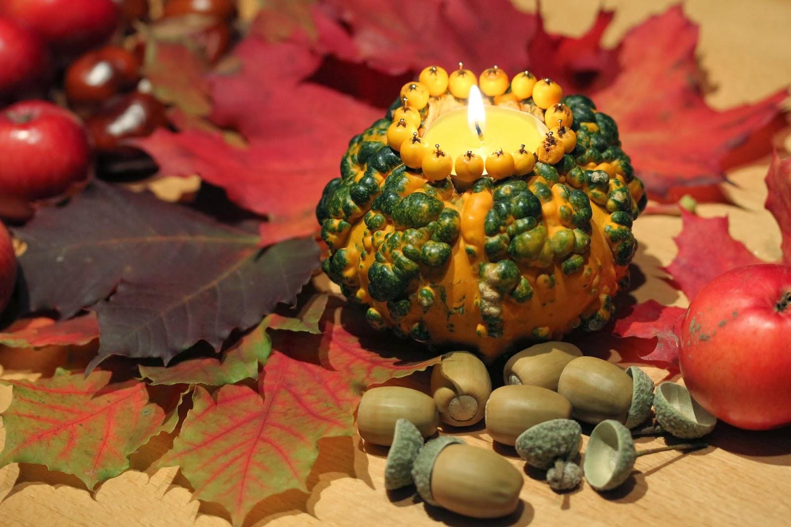 DIY Kürbisteelicht  leuchtende Herbstdeko Deko hoch Drei