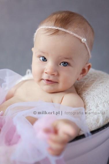 sesja zdjęciowa niemowląt, fotografia noworodkowa, zdjęcia niemowlaków, sesje fotograficzne niemowlęce, profesjonalne studio foto Poznań