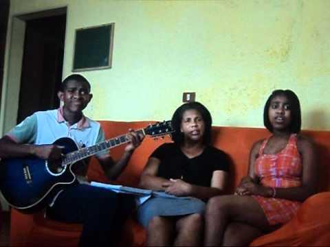 trio cantando para nossa alegria