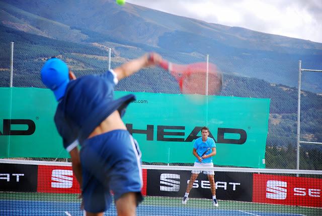 un momento de uno de los partidos del aierto de tenis de Béjar