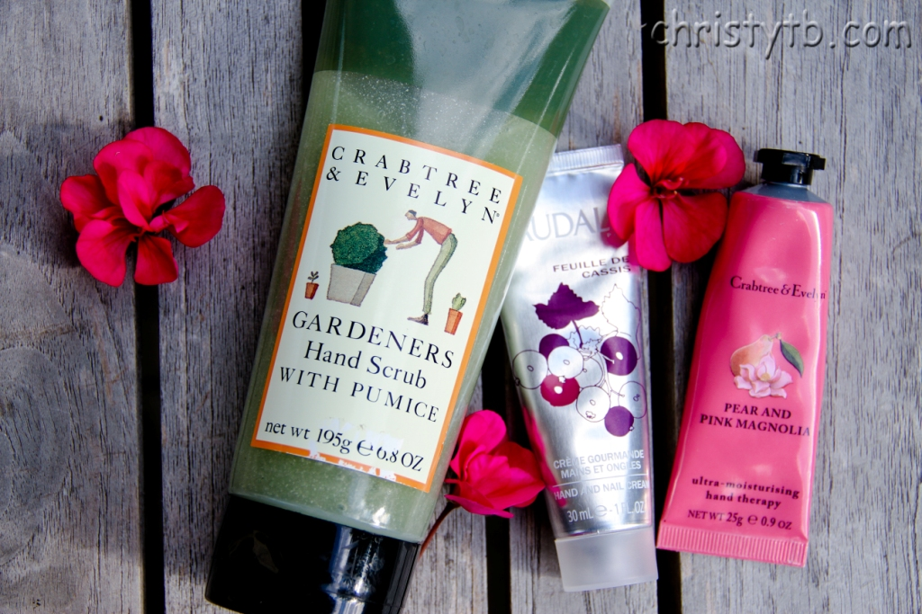 Летний уход для рук: Crabtree & Evelyn Gardeners, Pear and Pink Magnolie, Caudalie Feuille de Cassis