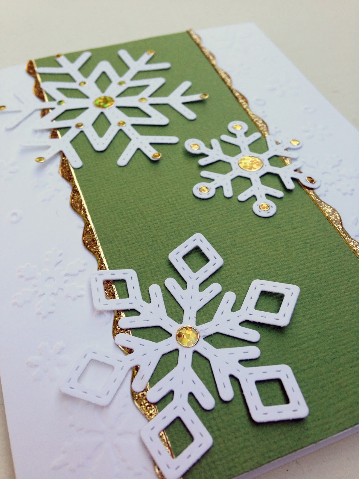 Snowflake Card @craftsavvy @lawnfawn #craftwarehouse #lawnfawn #holiday #christmas #card