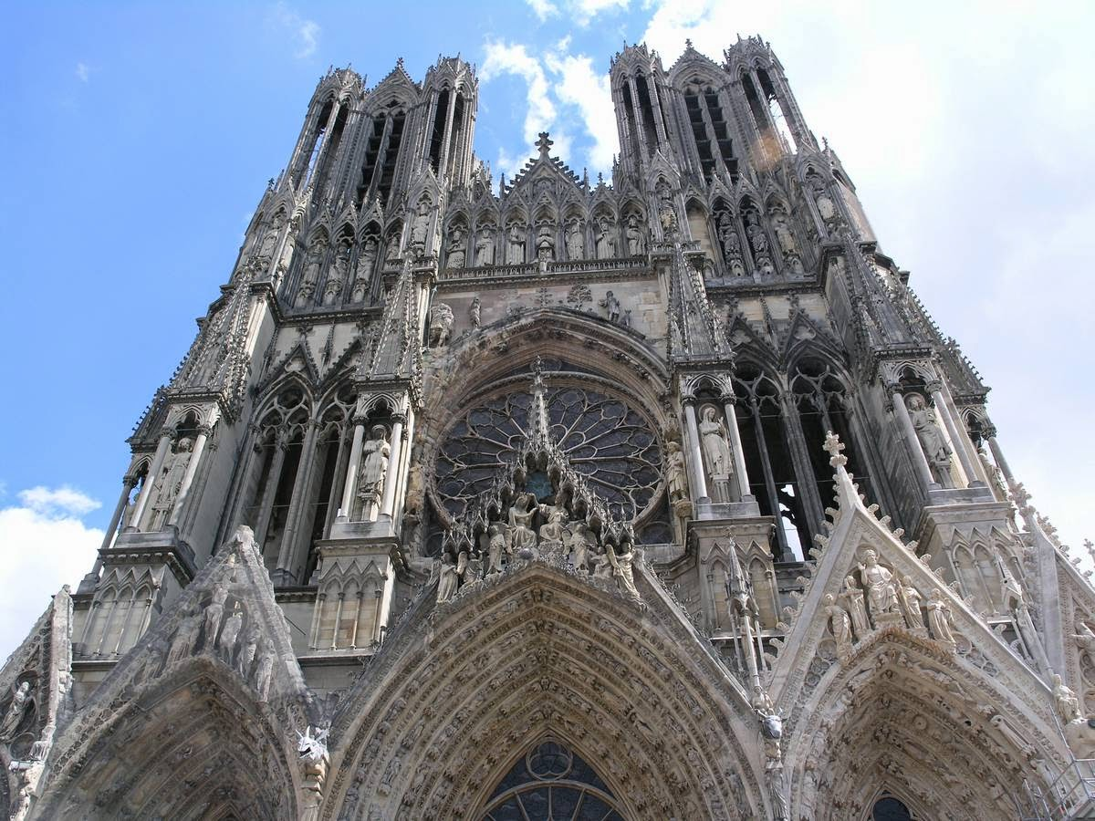 Gevel kathedraal Reims in de Champagne, Frankrijk