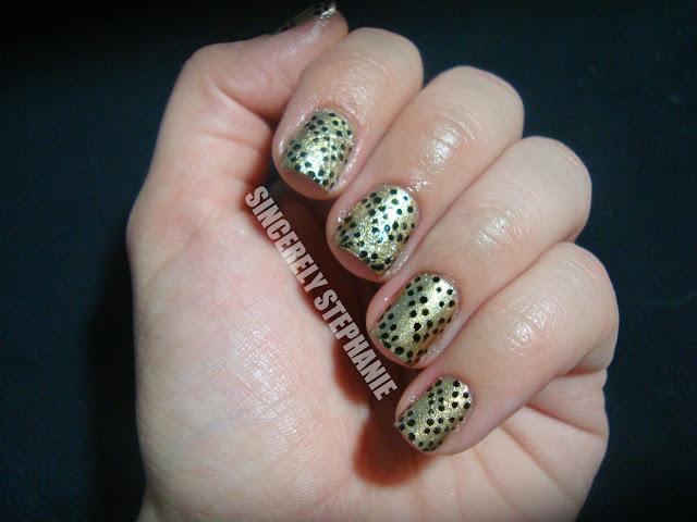 blak-dot-nail-art