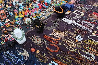 Vossenplein, flea market, flea market Brussels, Place du Jeu de Balle, Marollen, Marolles, thrifting Brussels, vintage Brussels, vlooienmarkt, tweedehands Brussel, vintage jewelry, trinkets Brussels