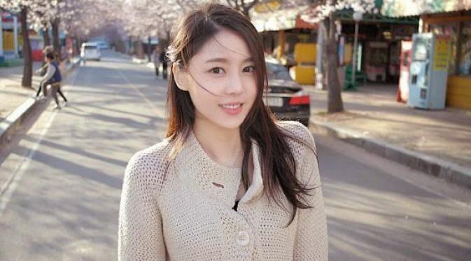 Foto Foto Kim Sa Eun Terlihat Anggun dan Cantik