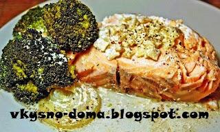 Семга запеченная с брокколи в сливках