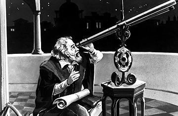 Galileo observando el espacio con el telescopio que él inventó
