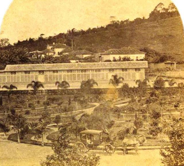 Capela e Estação da Companhia União Indústria e parte do Jardim de Ferreira Lage ( Museu Mariano Pr