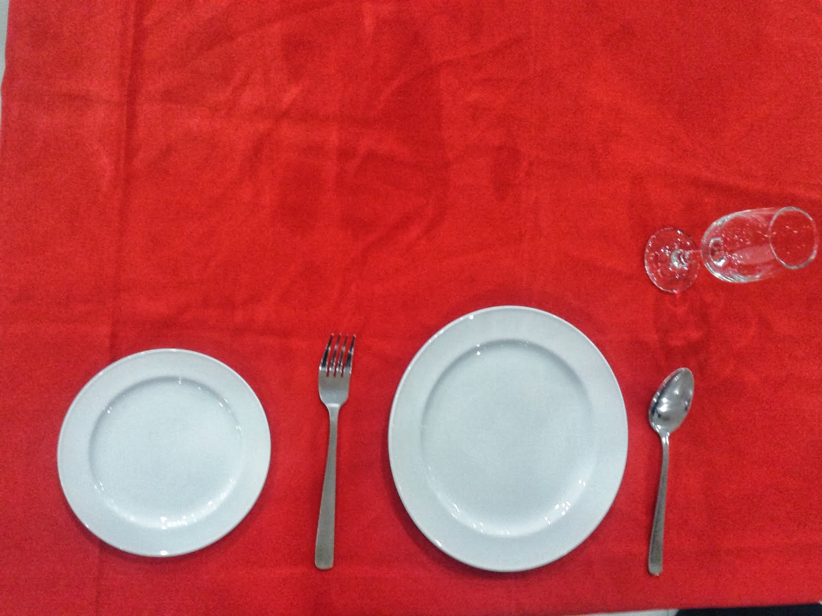 Below the picture for ala carte table setting. & TABLE SETTING :) | Alimentos y Bebidas