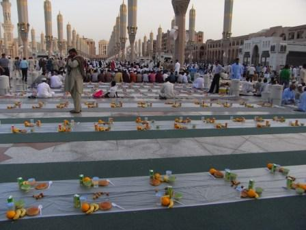 madinah 2 iftar20 - Iftaar In madina (Beautiful Sight)