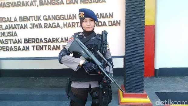 Bripda Adri Chroin Model Catwalk yang kini Angkat Senjata