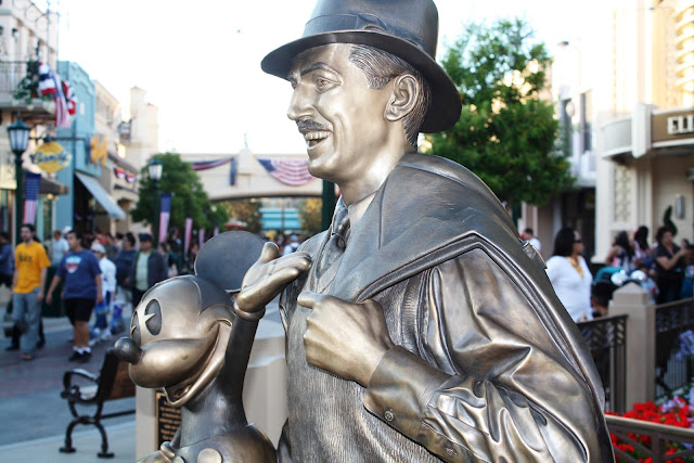 Walt Disney Statue - Buena Vista Street