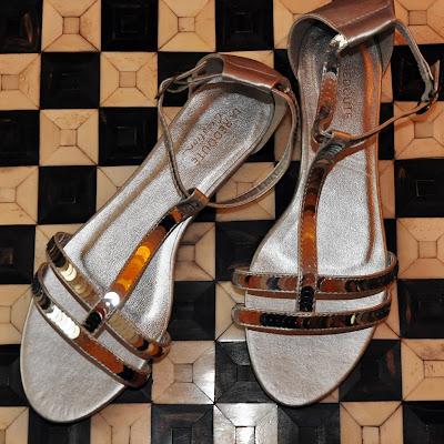 Silberne Pailletten-Sandalen