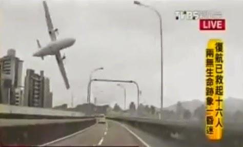 avión cayendo a un rio 2015