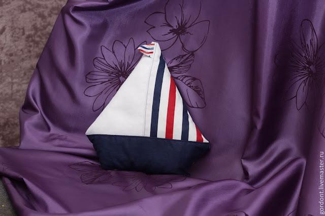 подушка-кораблик