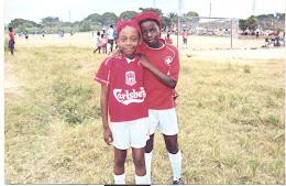Marina(rechts) vom Waisenhaus mit der Tochter vom Fussballcoach