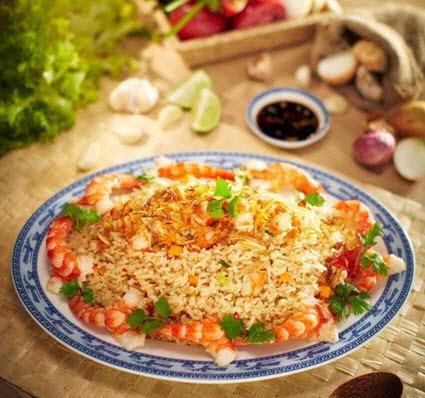 Vietnamese Fried Rice with Prawns (Cơm Chiên Tôm)2