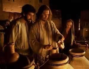 bodas de Caná (2,1,12) y la escena del Calvario (19,25,27) dos episodios estrechamente relacionados, ya que se apelan mutuamente como si fueran una
