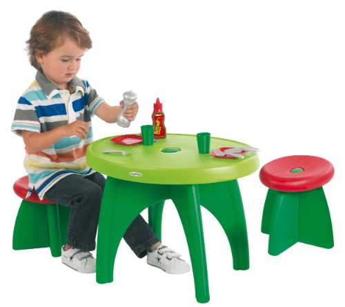 Le petit monde de marie d mon mon b b grimpe partout for Table de jardin enfants