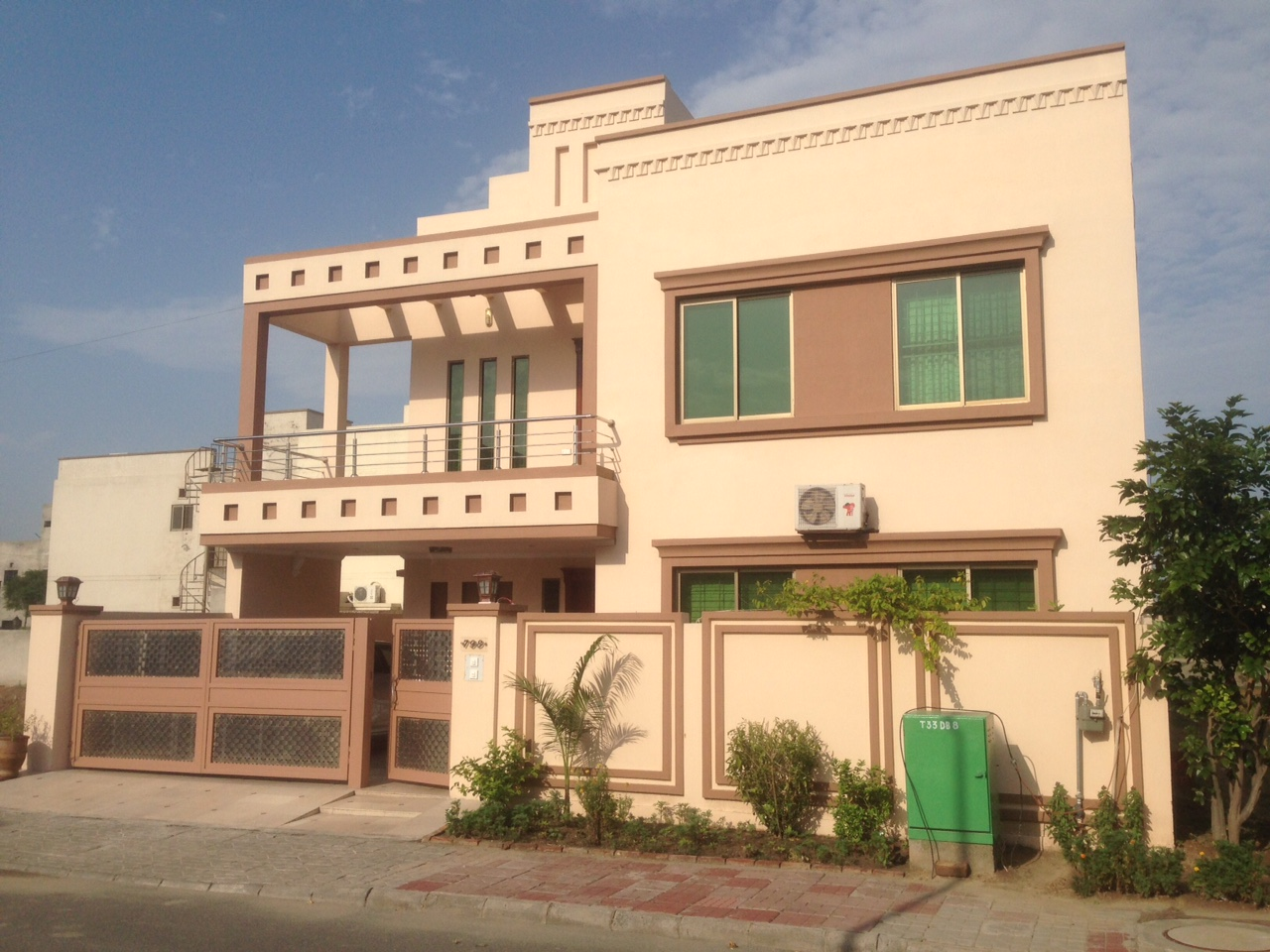 11 marla beautiful house for sale in bahria town lahore for Beautiful kothi designs