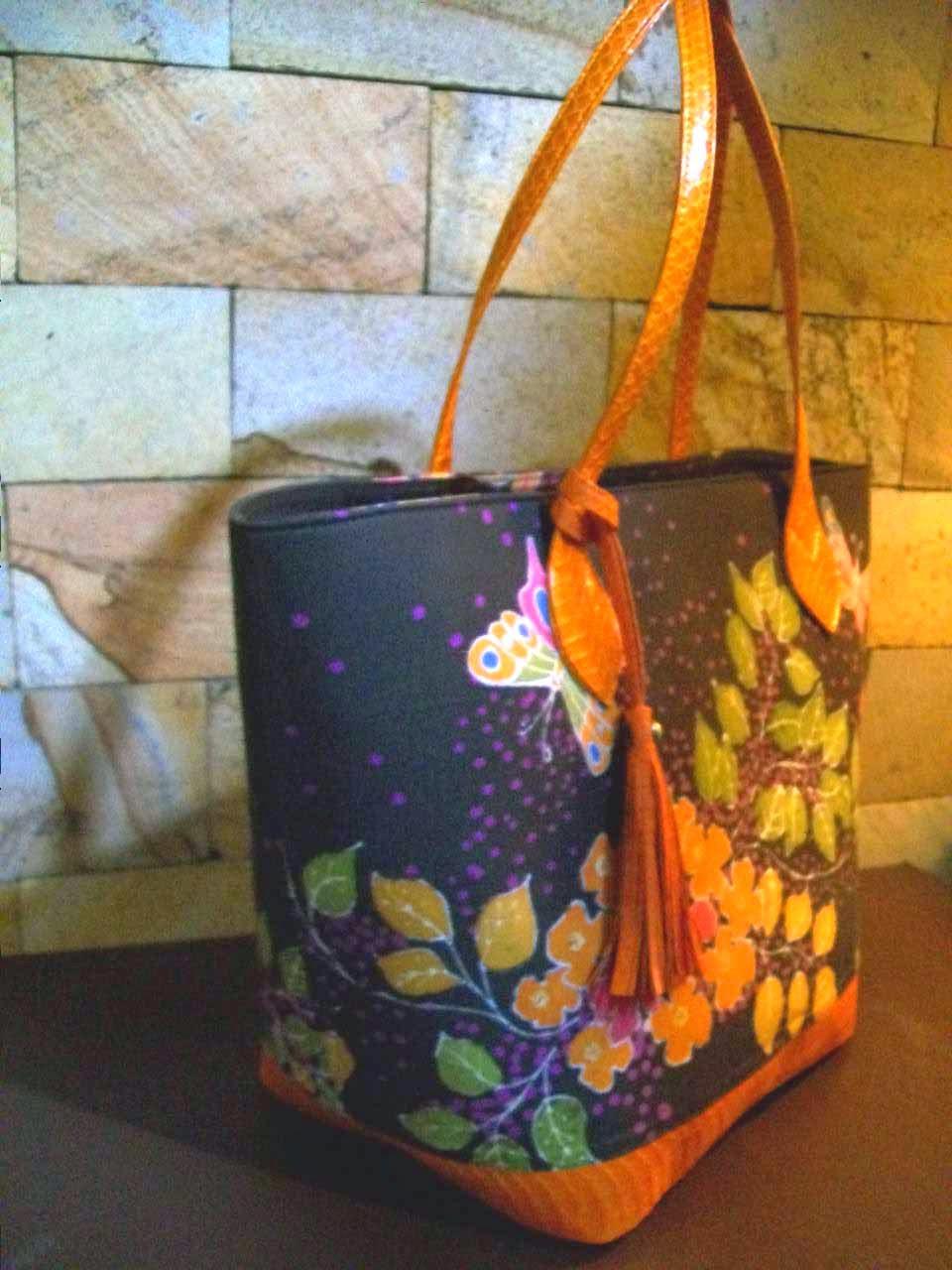 Tas wanita Cantik Motif Batik Bunga Kupu
