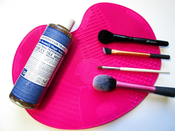 Deep Cleaning Your Brushes With Sigma