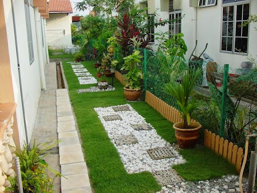 Making small and low budget landscape in backyard for Garden design ideas short wide
