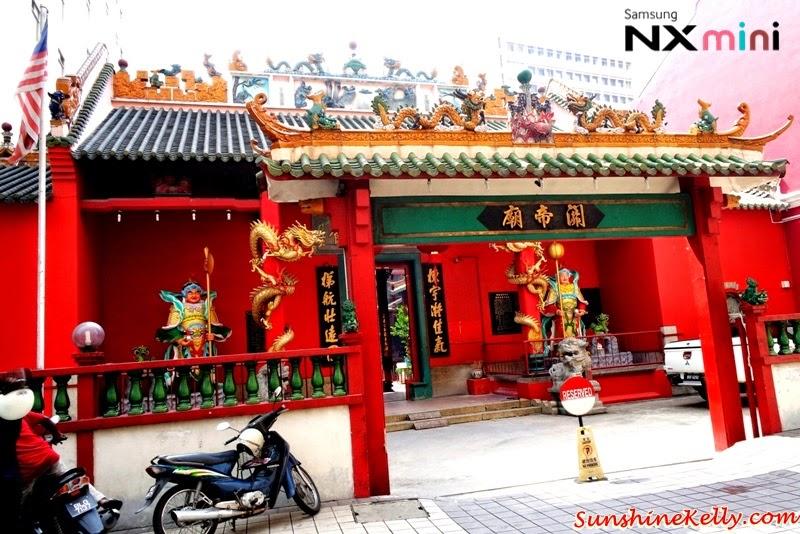 Samsung NX Mini Smart Camera, Photo Marathon Challenge, malaysia historical building, petaling street, taosit temple, chinese temple, kuan ti temple, prayer
