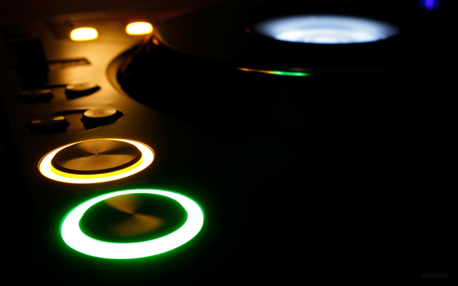 http://3.bp.blogspot.com/-7LrtOS69IM4/T-sHLX9c7vI/AAAAAAAAACs/dRLC6vWb4xs/s1600/music_dark_djs_club_turntable_dj_cdj_cd_cdj1000_pioneer_desktop_1920x1200_wallpaper-12635.jpg