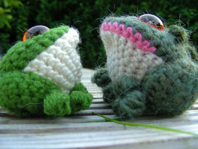 2000 Free Amigurumi Patterns: Free toad crochet pattern