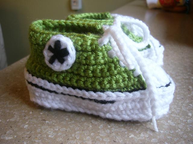 Crochet Baby Converse Pattern Free : ergahandmade: Crochet Baby Converse + Free Pattern