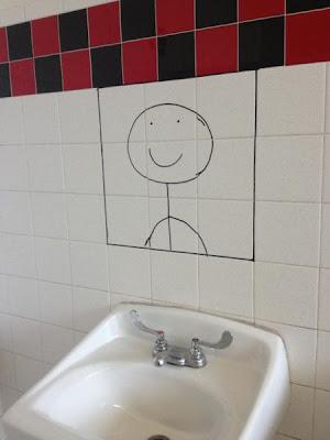 sonrisa pintada simulando espejo