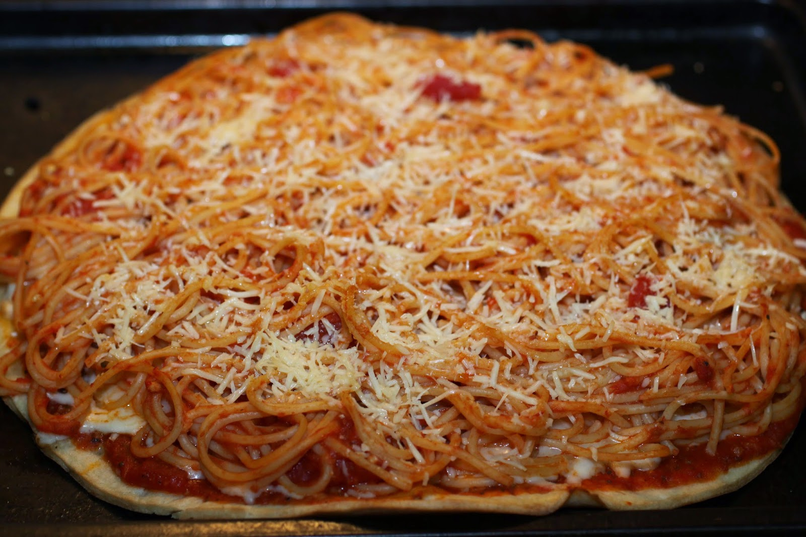 ... : It's a Spaghetti Pizza Pie with Garlic Bread Crust and a Giveaway