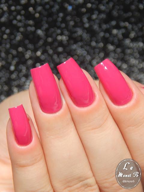 esmalte rosa nas unhas