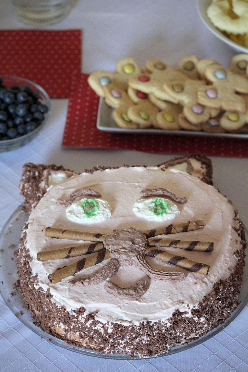tort w kształcie kotka