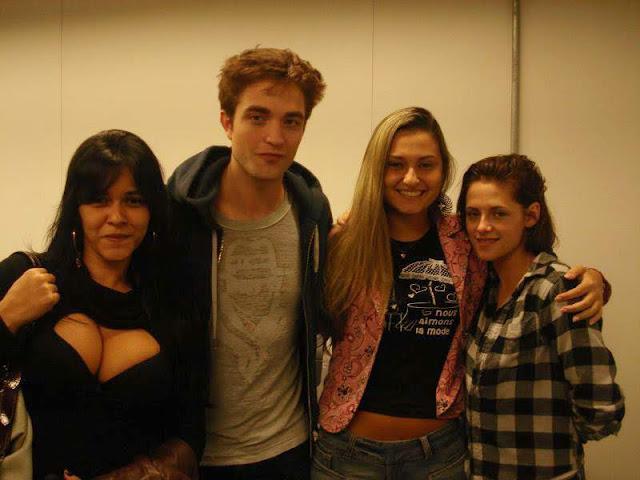 Robert Pattinson  Tolong Tengok Ke Arah Kamera  Lizzy And Rob Pattinson