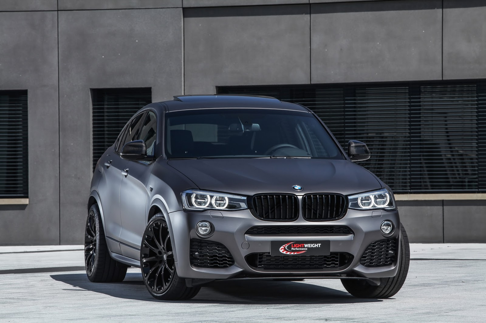 lightweight 39 s 39 stealthy 39 bmw x4 has up to 370hp carscoops. Black Bedroom Furniture Sets. Home Design Ideas