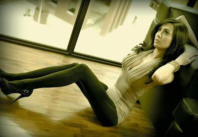 Kumpulan Foto Hot Wiwid Gunawan Dimajalah Popular Edisi Januari 2012