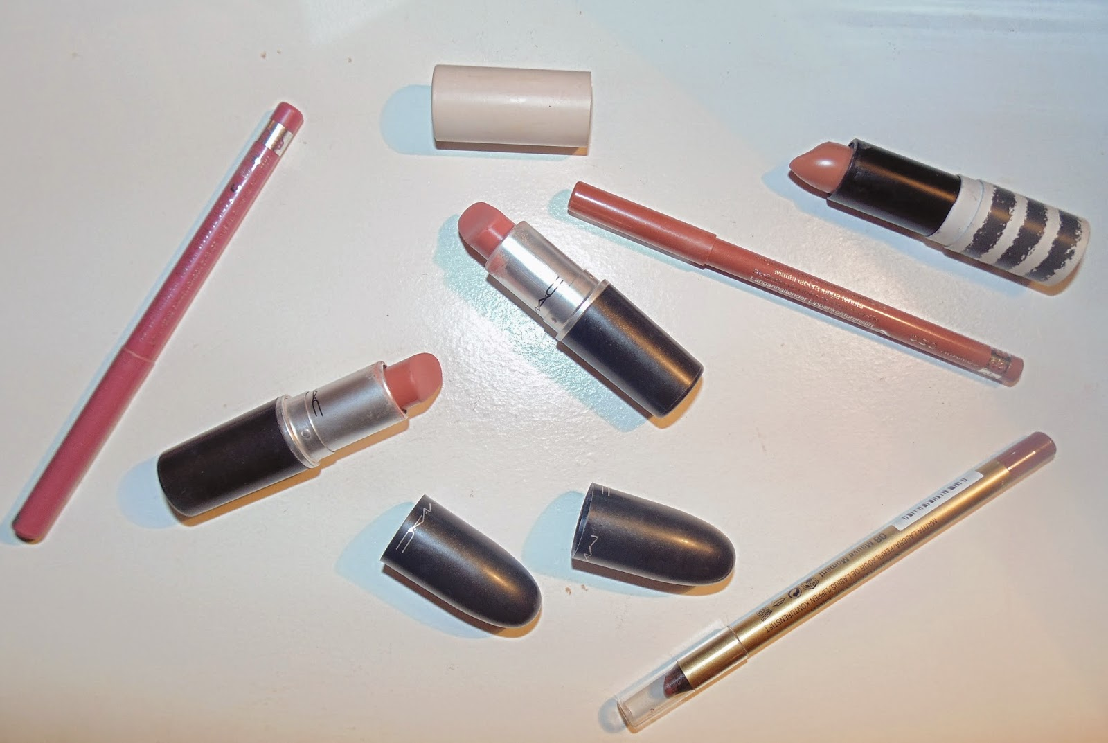 nude lips Kylie Jenner 90's supermodel lipstick lip liner