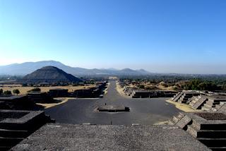 Vista de calzada de los muertos Teotihuacan