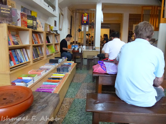 Interior of Double Dogs Tea Room, Bangkok Chinatown