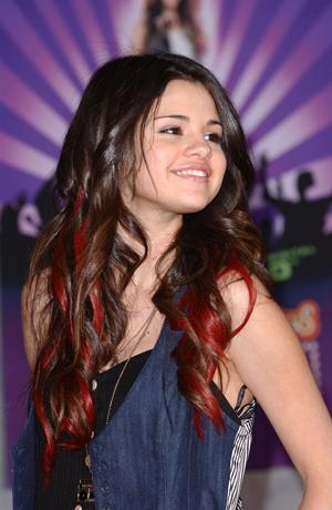 selena gomez casual fashion 2011. Selena Gomez HairStyle 2011