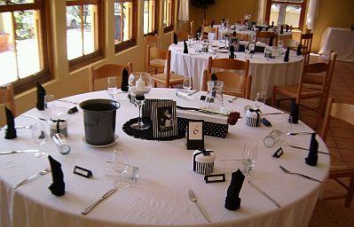 Salones decorados en blanco decoracin blanco y rojo - Salones decorados en blanco ...