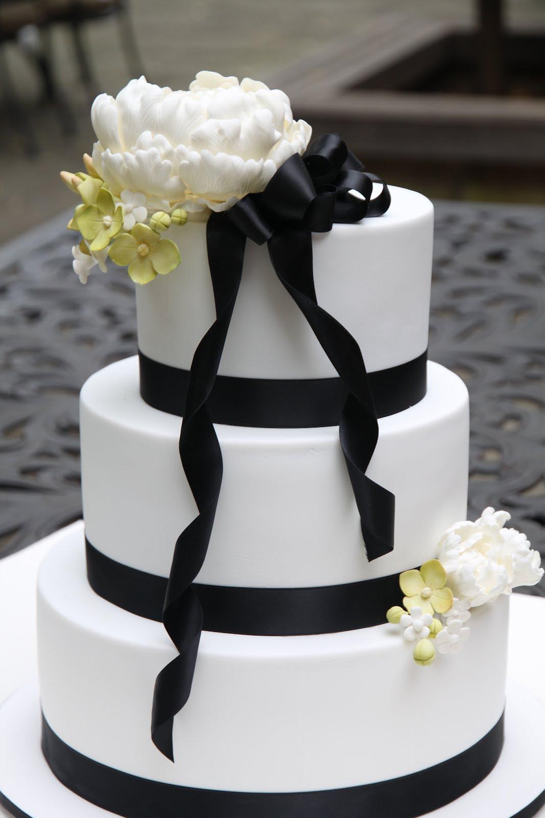 Sugar Creation Sam and Daves wedding cake Black and White Chic