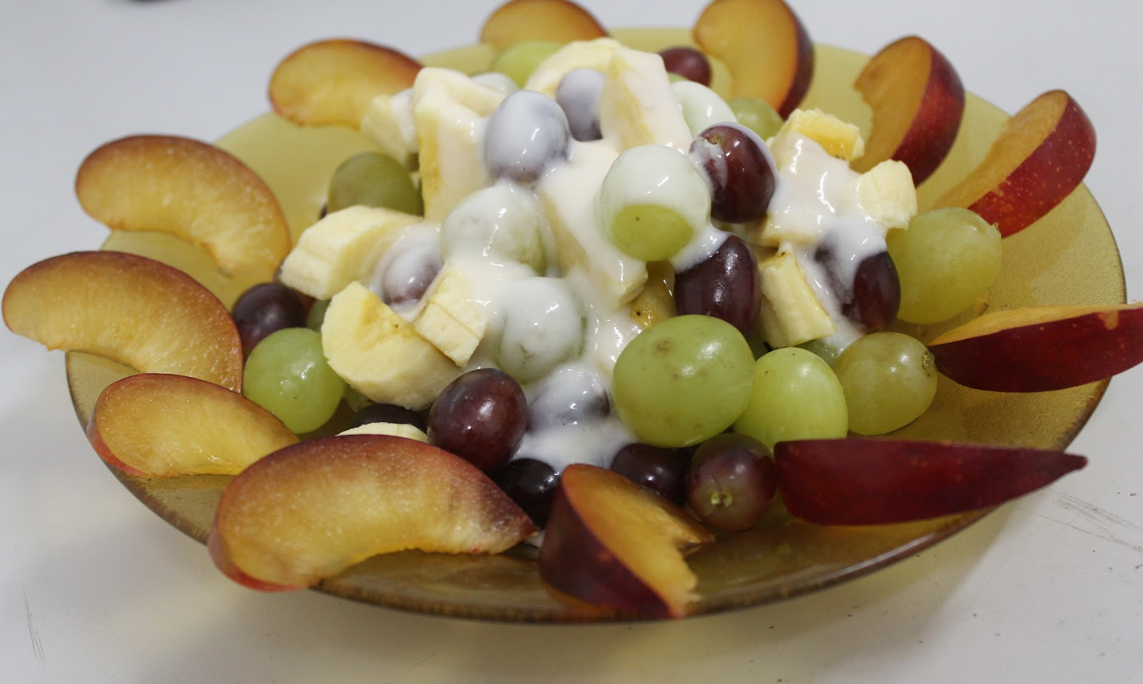 Banana and Grapes Salad with Yogurt - Mely's kitchen
